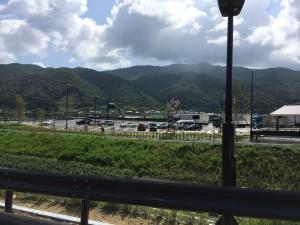 高速の駐車場